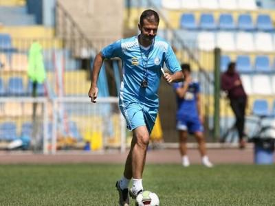 حضور استراماچونی در تمرین تیم فوتبال استقلال
