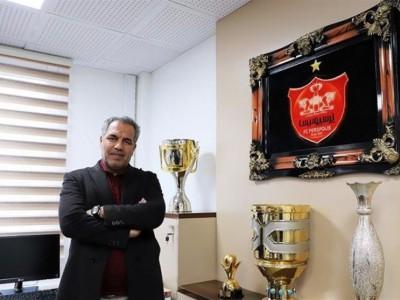 عرب: از استعفایم بیخبر هستم!