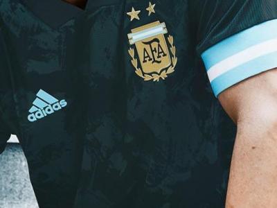 روزنمایی از کیت مورد استفاده تیم ملی آرژانتین برابر برزیل
